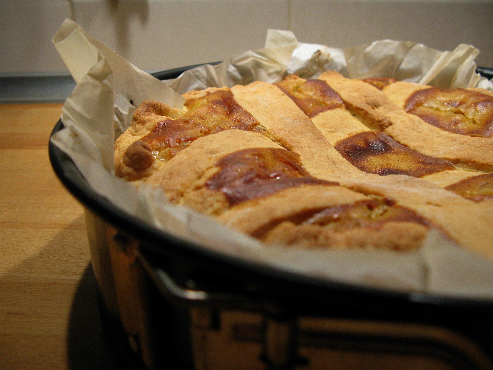 Pastiera traditional Naples italian ricotta cake